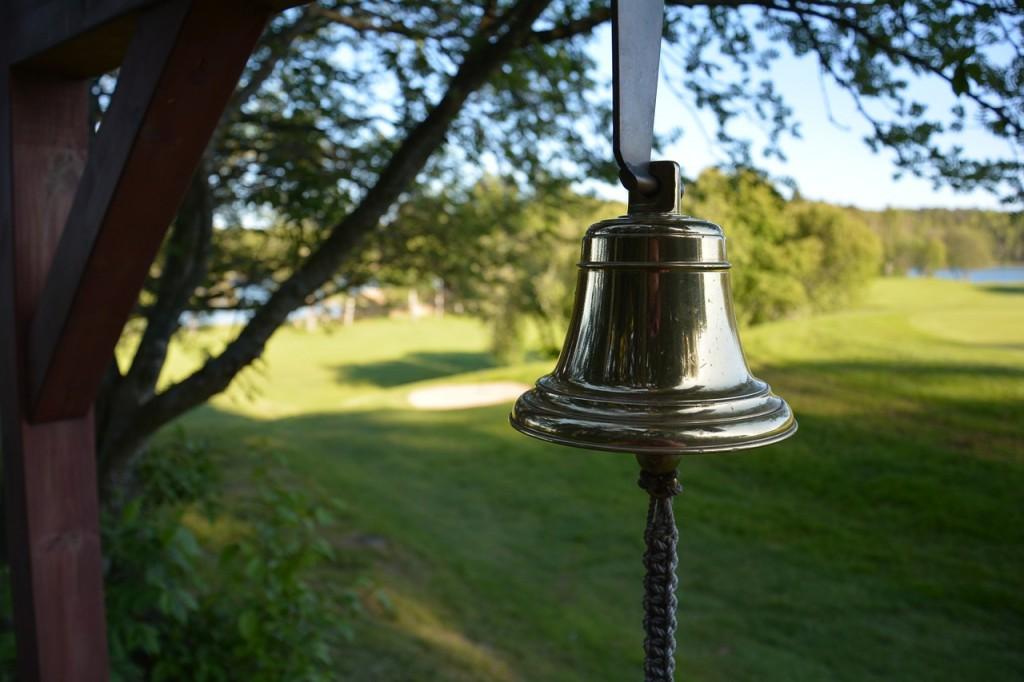 bell-523611_1280