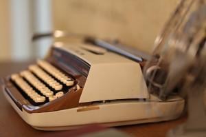 typewriter-109060_640